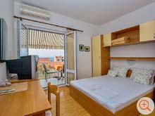 one of the two bedrooms of the holiday home Galeb