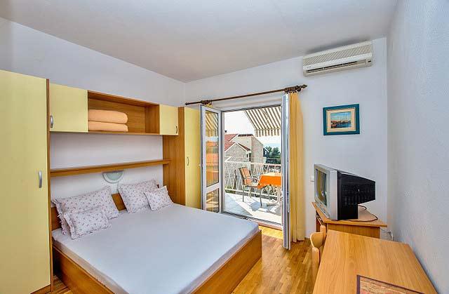 koralj ferienwohnung makarska kroatien meerblick adria. Black Bedroom Furniture Sets. Home Design Ideas