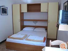 the holiday home Riba is equipped with a queen size bed and satellite TV